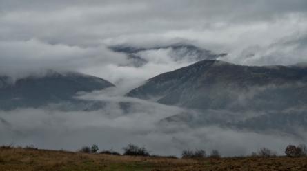 Мъгли се спускат по билото на Пирин